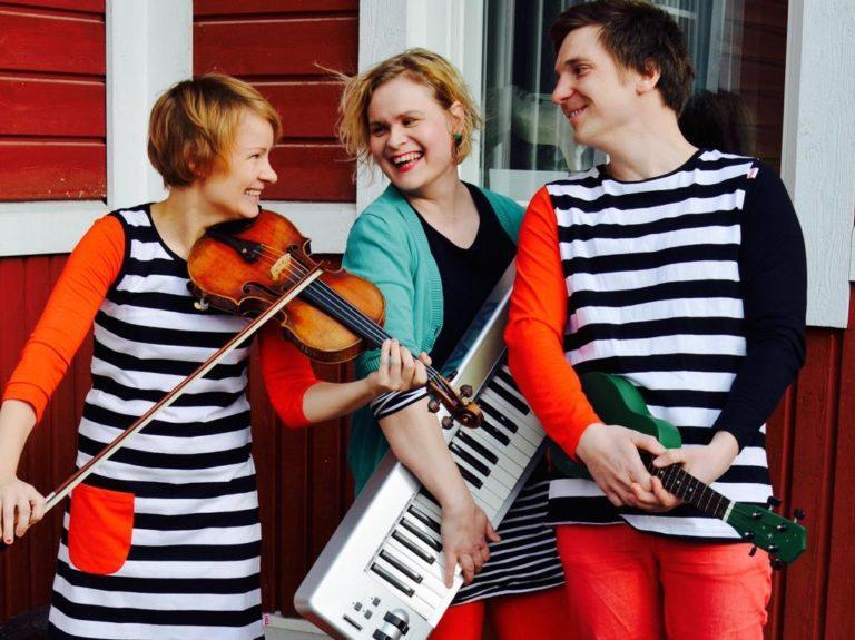 Lastenlauluyhtye Musaratas Asikkalan kirjastossa