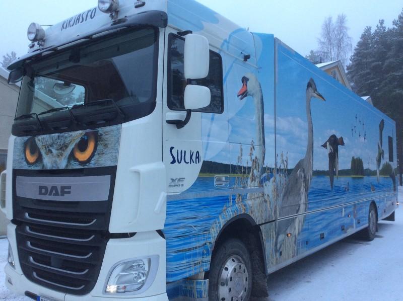 Heinolan kirjastoauto Sulka talvella.